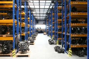 Geräumige Lagerhalln für gebrauchte KFZ-Ersatzteile bei Rottegger GmbH